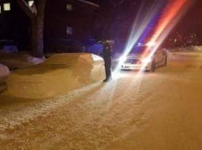 Полицаи опитаха да глобят кола от сняг