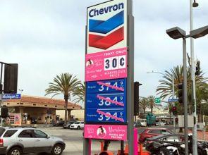 Бензиностанция в САЩ пусна бензин по 8 стотинки
