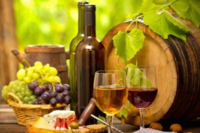960-540-vino-bialo-cherveno-grozde-sinio-sirene.jpg
