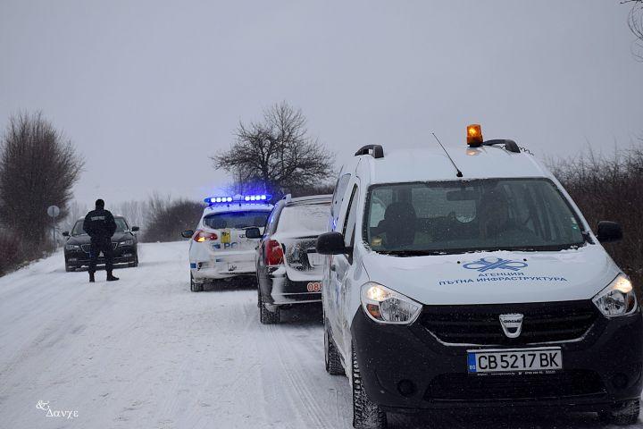 API-kola-patrulka-politsiya-zima-snyag-2.jpg