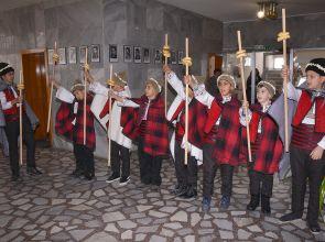 Коледари от Ясеновец поздравиха за празника общинското ръководство