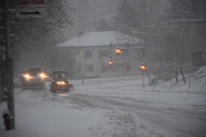 Snegorini-svetofar-zima-pat-aprilsko-vastanie.jpg
