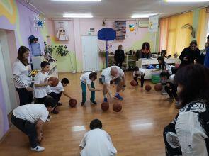 """""""Вълците"""" проведоха първа тренировка с деца в рехабилитационен център """"Емилиян"""""""