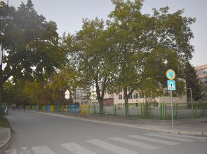 """Започна процедура по въвеждане на еднопосочно движение по ул. """"Вардар"""" в района на ОУ """"Никола Икономов"""""""