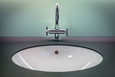 bathroom-1851566_1280.jpg