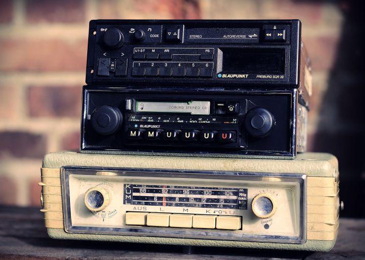 car-radios-4672250_1920.jpg