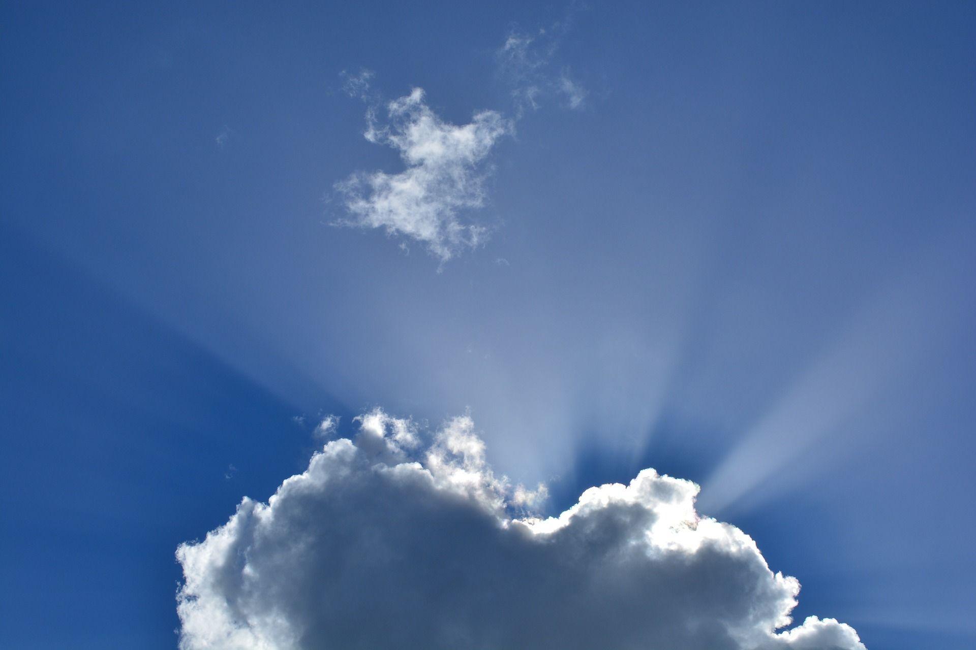 clouds-295695_1920.jpg