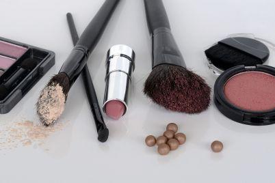 cosmetics-1367779_960_720.jpg