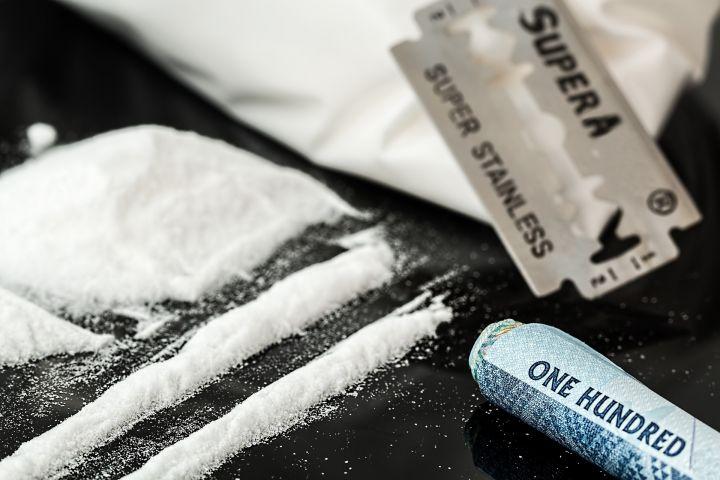 drugs-908533_1920.jpg
