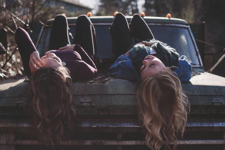 girls-1209321_1920.jpg