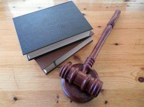 Привлякоха втори обвиняем по делото за присвоените от банкова служителка във Варна над 1 милион лева