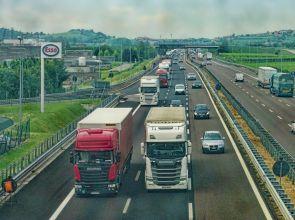 За 77% е справедливо тежкотоварните камиони и автобуси да плащат по-високи пътни такси от автомобилите