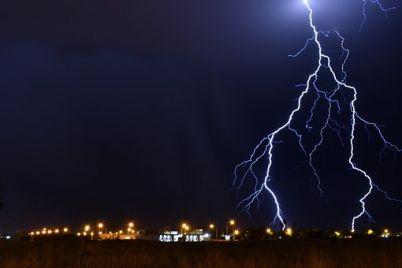 lightning-3367538__340.jpg