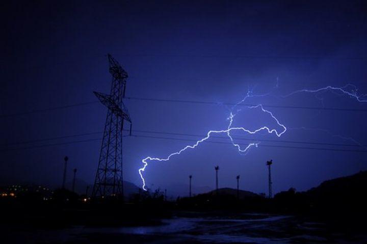 lightning-351195__340.jpg
