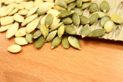 pumpkin-seeds-1323854_1920.jpg
