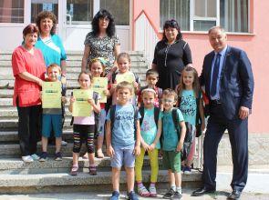 """Гюнай Хюсмен връчи подаръци на деца от ДГ""""Славейче"""""""