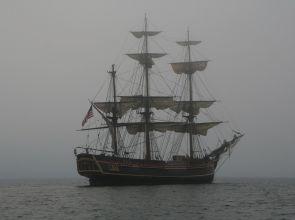 Мъгла затвори пристанището във Варна