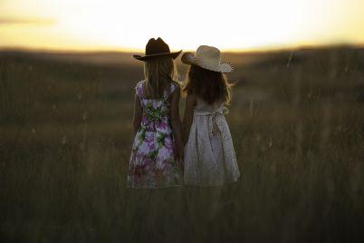 sisters-931151_1280.jpg