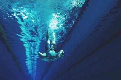 swimming-2616746_1920.jpg