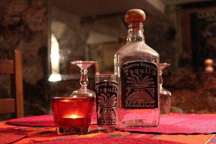 tequila-bottle-1353391_960_720.jpg
