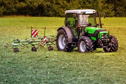tractors-3571452_1280.jpg