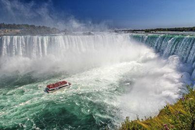 waterfall-5050298_1920.jpg